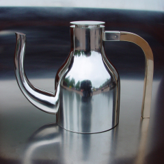 Min första, kaffekanna av silver med handtag av brons - Fredrik Lundberg