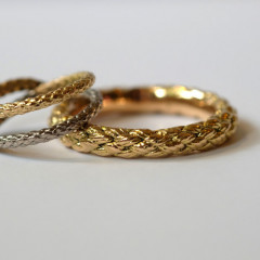 Ringar av återvunnet 18k rött guld och 18k vitt fair-trade guld.